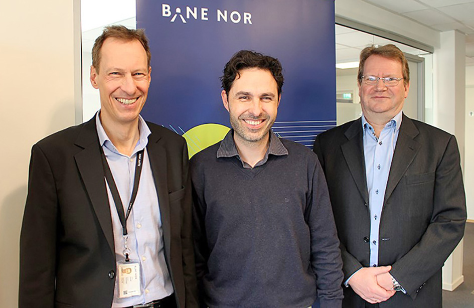 Awarding two new contracts from Bane NOR. Eivind Skorstad, Project Director ERTMS, Gjermund Blom-Hagen, Project Manager Onboard, and Kai-Tore Rønold, Project Manager Trackside (Photo: Siri Lied-Endresen).